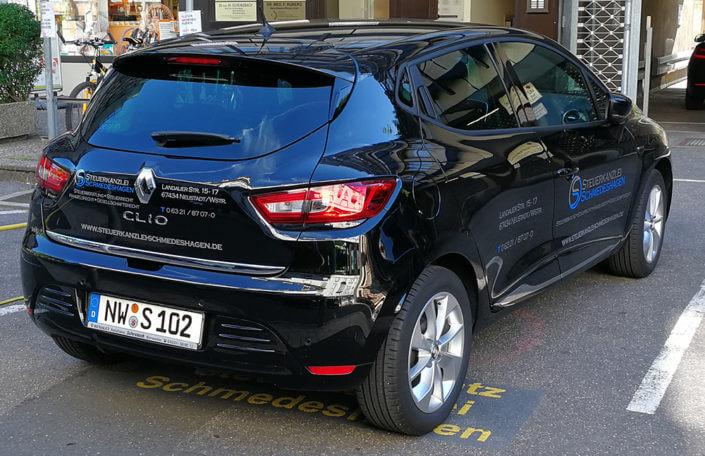 Fahrzeugbeschriftung Renault Clio Kanzlei Schmedeshagen