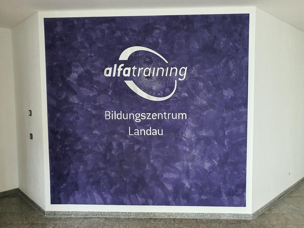 Neue Räumlichkeiten von alfatraining in Landau beschriftet